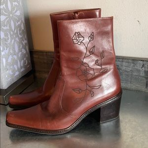 Gianni Bini floral etched brown boots size 8